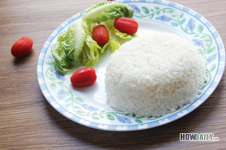 Cooked white rice with a stovetop