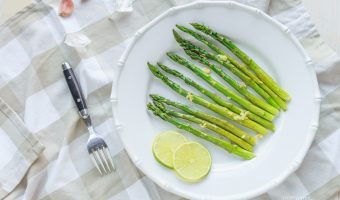 Aromatic Oven Roasted Asparagus with Garlic in Olive Oil and Lemon Juice Seasoning