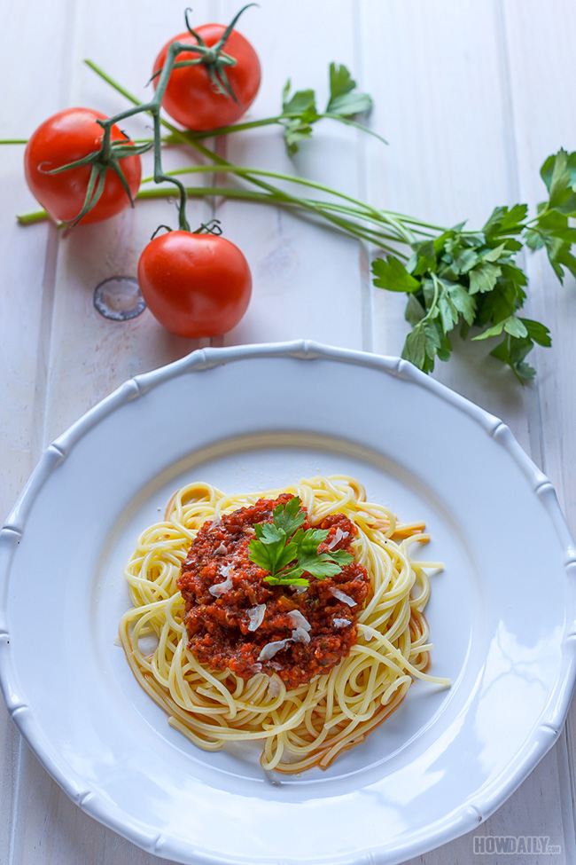 Spaghetti sauce and pasta