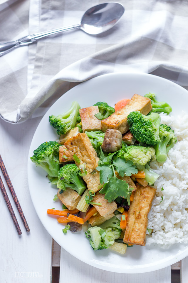 Tofu stir-fry with vegetable and white rice
