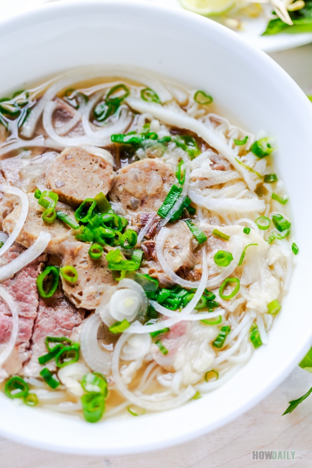 Large bowl Vietnamese beef noodle