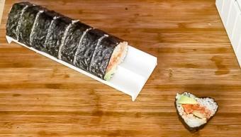 maki roll using a molding