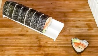 maki roll using a molding
