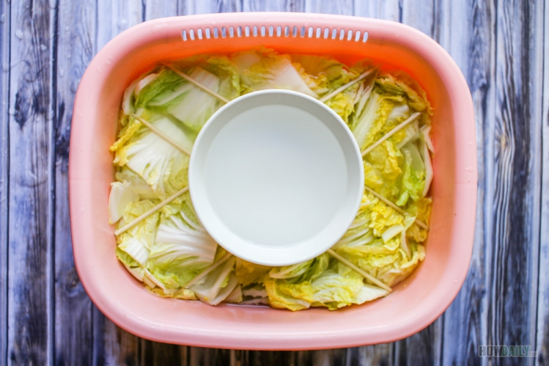 Soaking napa cabbage