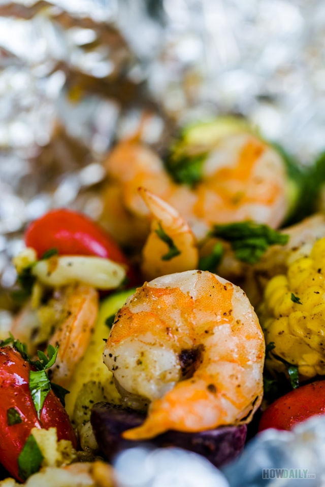 Oven-baked shrimp foil packets