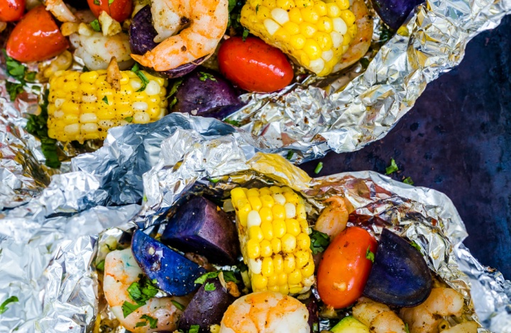 Easy Shrimp Foil Packets with Vegetable in Oven or on Grill