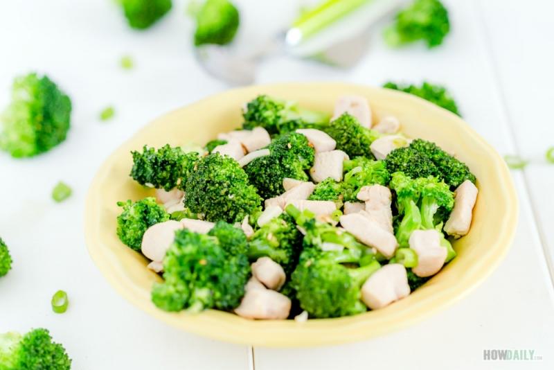 Stir-fried chicken broccoli