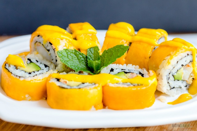 Mango roll and sauce