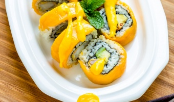 Mango sushi roll