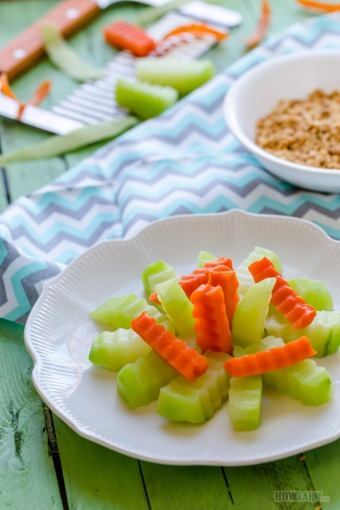 Boiled Chayote Squash and Carrot with Crushed-peanut Sesame