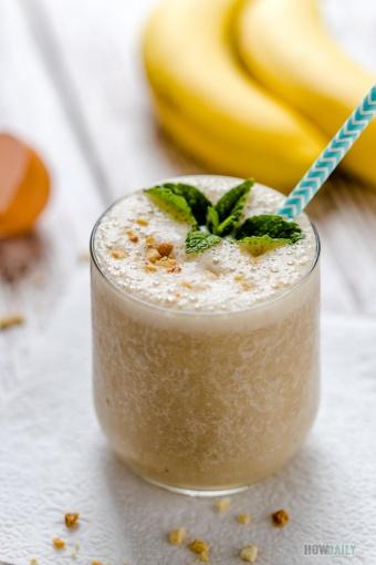 Egg-yolk banana smoothie