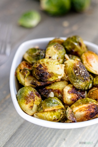 Vegan Roasted Brussels Sprouts with Garlic and Lemon