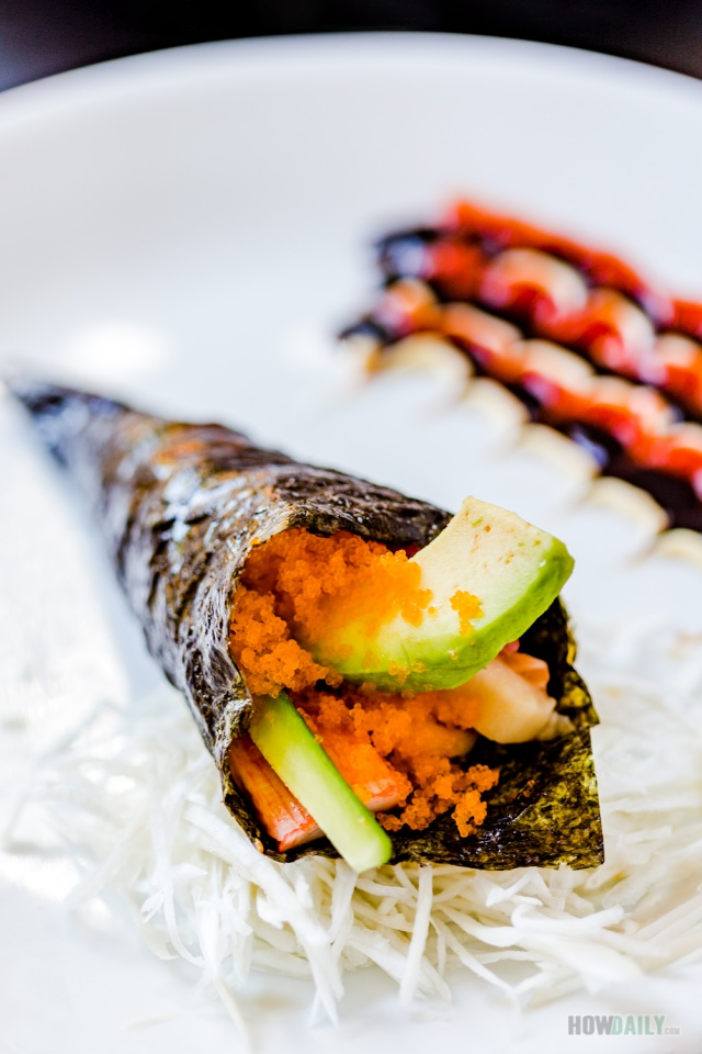 Temaki sushi by HowDaily.com