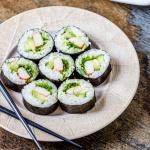 Crunchy salad sushi roll
