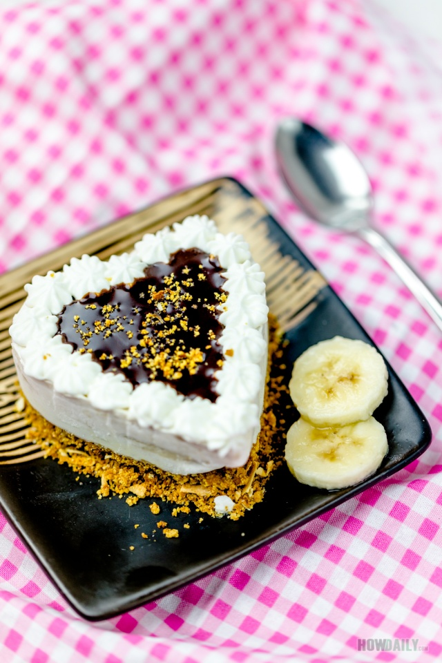 Banana cream pie with heart shape