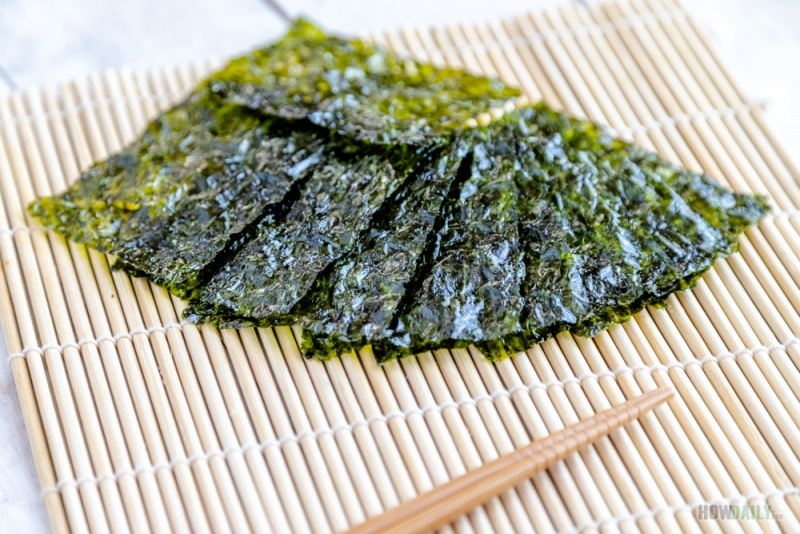Dark green nori seaweed sheet
