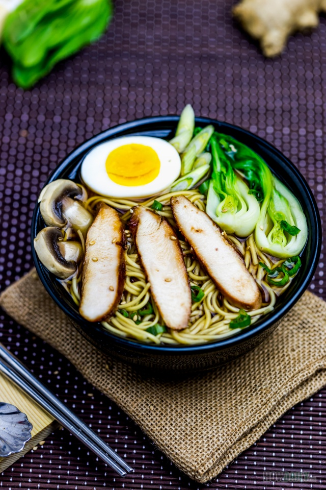 Easy chicken ramen by HowDaily