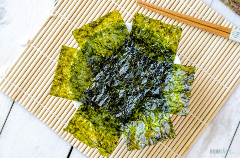 Seasoned seaweed with olive oil