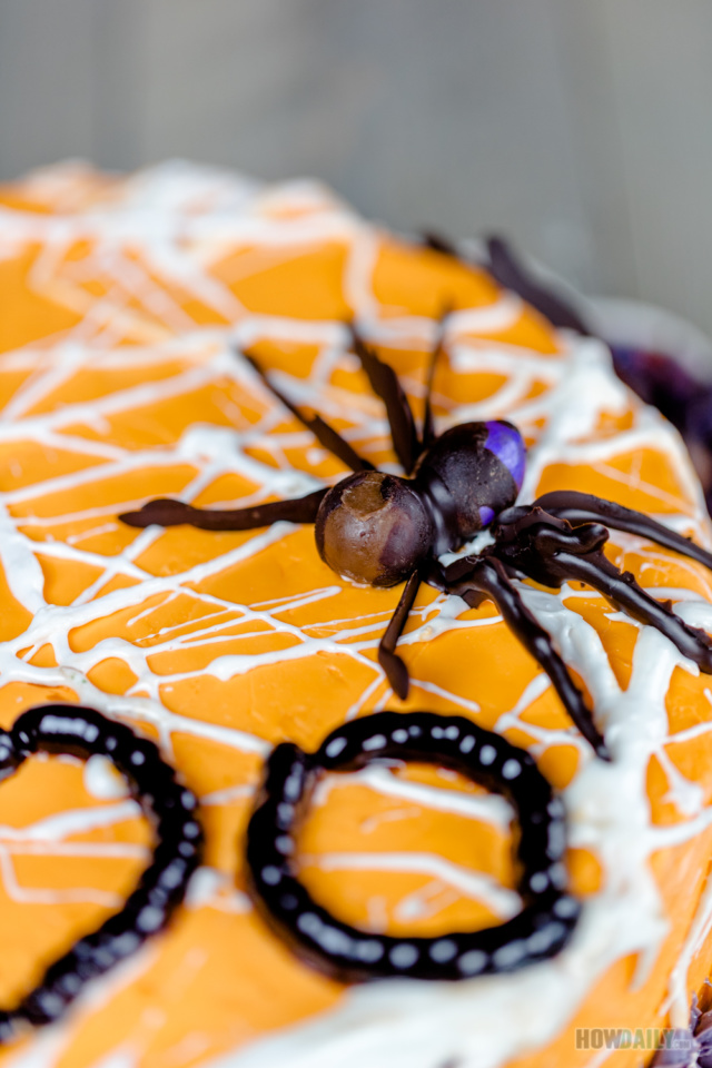 Cake with spider theme
