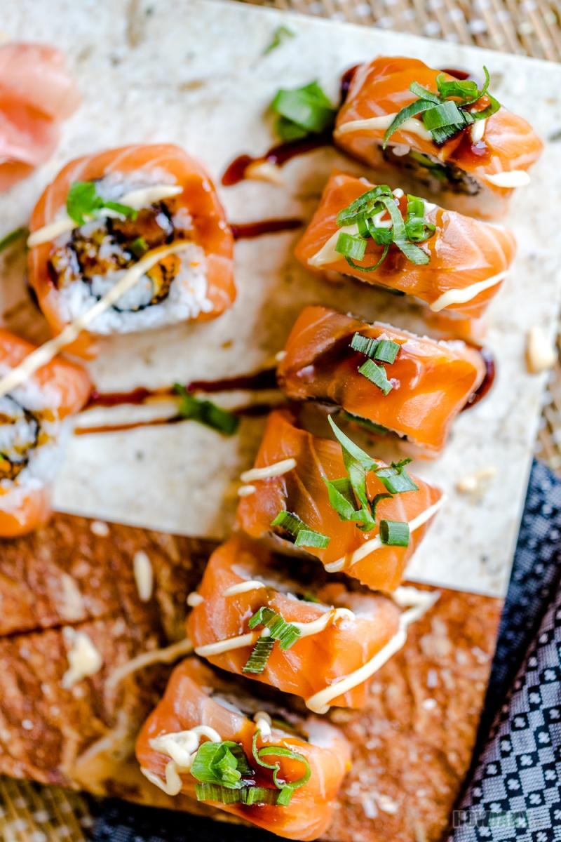 Green Onion on top Salmon Sushi Roll